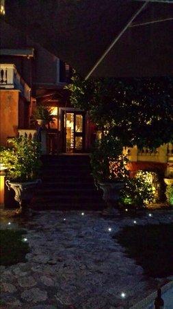 Hotel San Anselmo: Garden 2