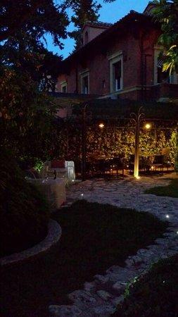 Hotel San Anselmo: Garden 3
