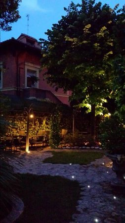 Hotel San Anselmo: Garden 4