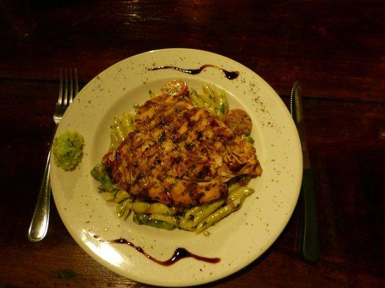 Pasta y Pueblo: Grilled chicken breast with pesto penne