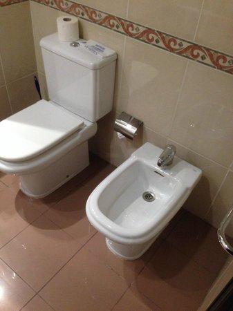 VIP Grand Maputo Hotel: Bathroom