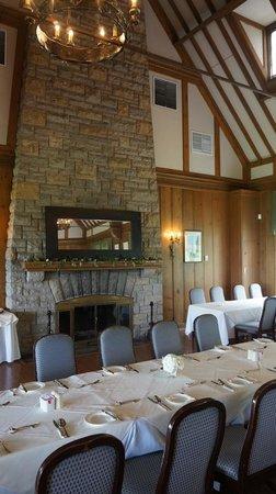 Queenston Heights Restaurant: Fireplace in restaurant