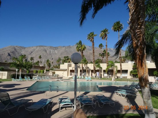 Days Inn Palm Springs: Piscina e sua linda vista.