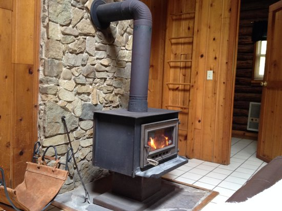 Cheat River Lodge and Riverside Cabins: The woodstove