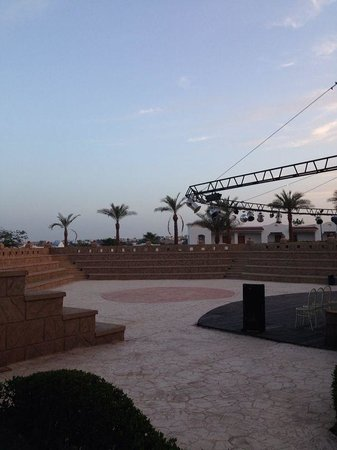 Tropicana Rosetta & Jasmine Club: Entertainment area