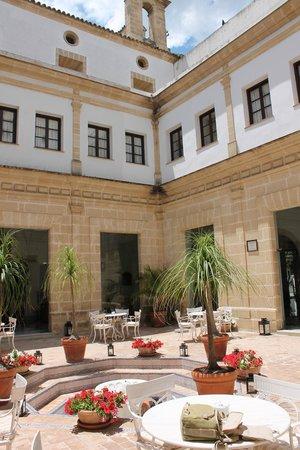 Monasterio De San Miguel Hotel : Claustro