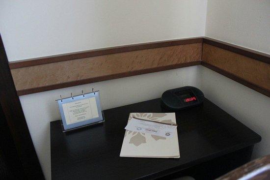 Louren Hotel: Столик
