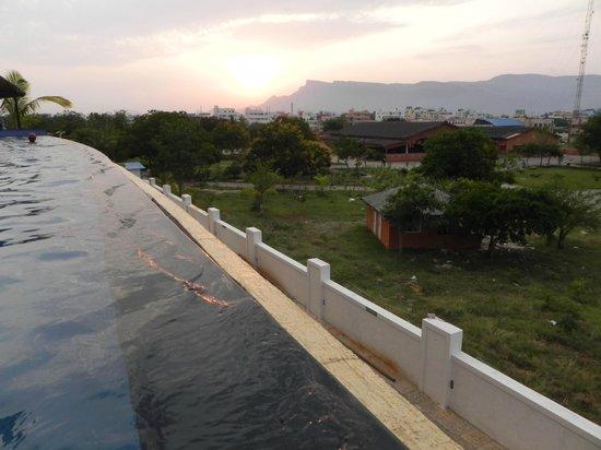 Fortune Select Grand Ridge : Pool