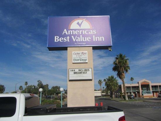 Americas Best Value Inn Yuma Chilton Conference Center: Hotel-Logo