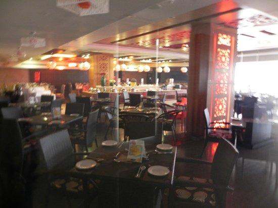 Fortune Select Grand Ridge : Non-Veg dining area