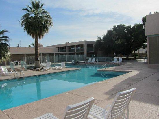 Americas Best Value Inn Yuma Chilton Conference Center: Großer Pool