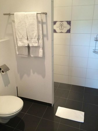 Amsterdam ID Aparthotel: Bathroom
