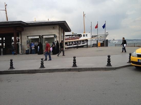 Sehir Hatlari Cruise : Eminönü pier for Üsküdar
