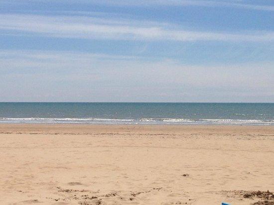 Le Clarys Plage : The local beach