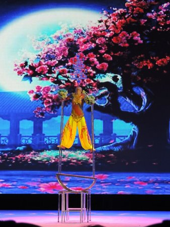 Chaoyang Theater : Impressive display of balance