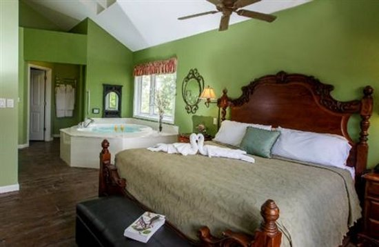 Hermann Hill Vineyard Inn & Spa and River Bluff Cottages: Upscale Cottage Living