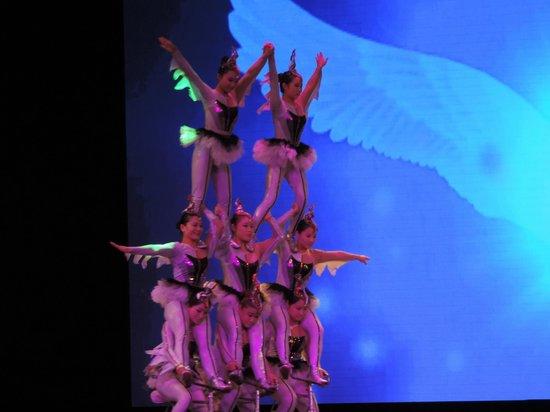 Chaoyang Theater : Interesting acrobatic feats