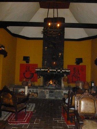 Hotel Hacienda Del Salitre: CHIMENEA