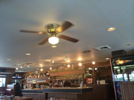 Pizza Hut : Inside the buffet