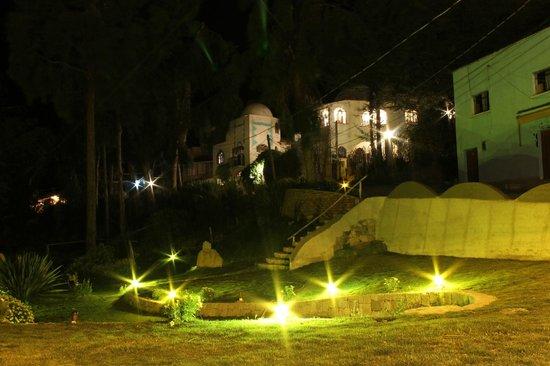 Hotel La Cupula: Hotel de noche