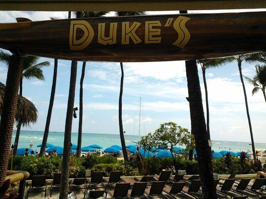 Duke's Waikiki: View from Barefoot bar