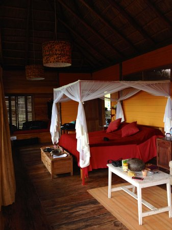 Kyambura Gorge Lodge: Luxurious Bandas