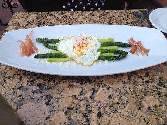 LaSalette Restaurant: asparagus salad