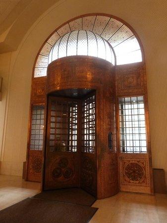 Continental Hotel Budapest: porte d'origine réhabilitée