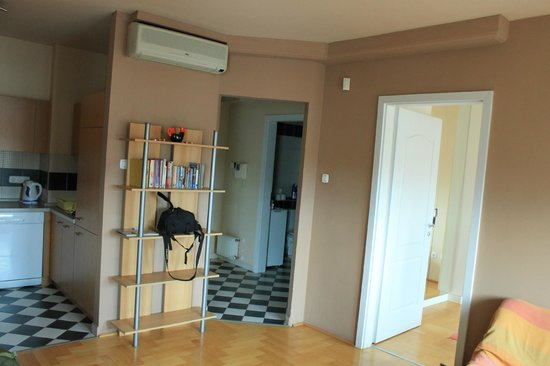 InnerCity Apartments: entrance and bathroom