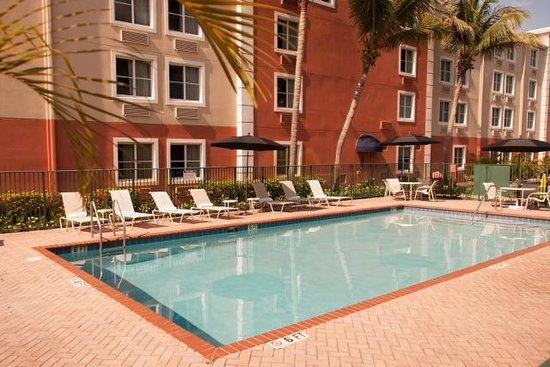 Baymont Inn & Suites Miami Airport West/Doral: Hotel Pool