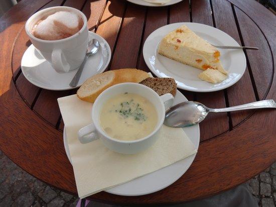 Cafe und Restaurant Frauentor: Крем-суп из спаржи, какао и пирог по-тюрингски