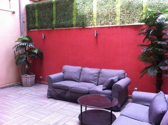 Educa Suites: Oteldeki açık alanlardan biri