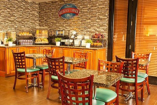 Baymont Inn & Suites Miami Airport West/Doral: Breakfast Area