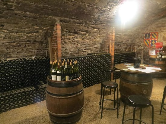Vinea Tours : Tasting in the Cave