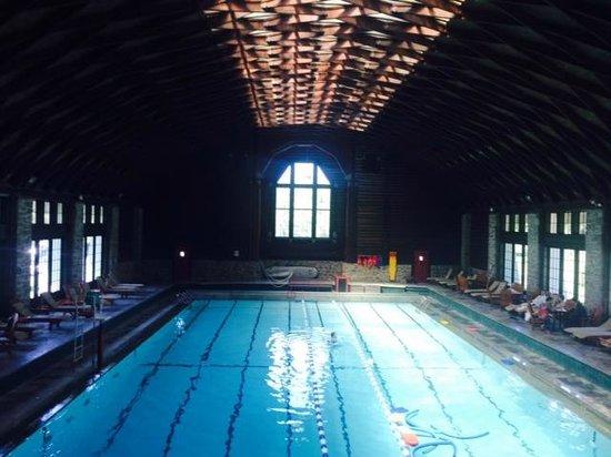 Fairmont Le Chateau Montebello: Interieur Pool