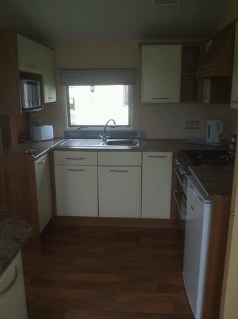 Thorpe Park Holiday Park - Haven: Kitchen