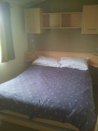 Thorpe Park Holiday Park - Haven: Double bedroom