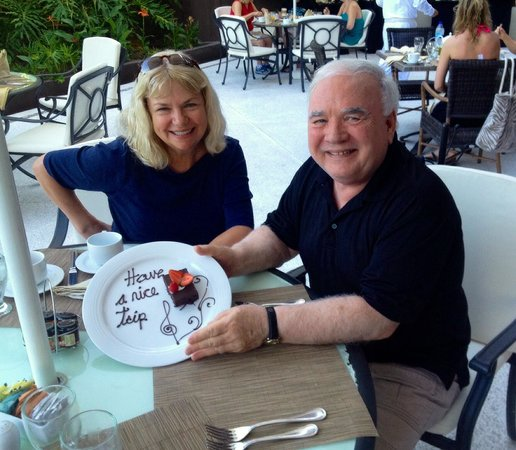 Secrets Vallarta Bay Puerto Vallarta: The waiters made a special cake for our anniversary!