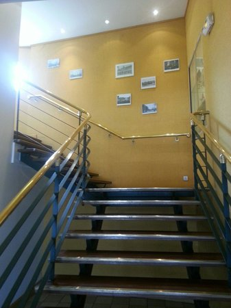 La Maree: Escalier d'entrée