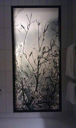 Scandic Berlin Potsdamer Platz: Wall between the bathroom and the bedroom