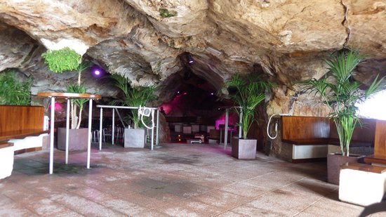 Cova d'en Xoroi : en face du bar