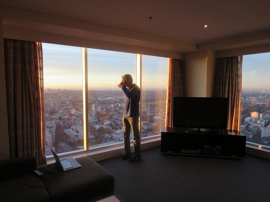 Meriton Serviced Apartments World Tower: Sunrise on the 70th floor