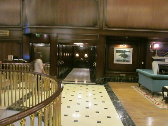 Powerscourt Hotel, Autograph Collection: Tothe lifts