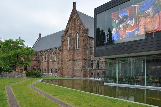 STAM Ghent City Museum : 15 и 21 век