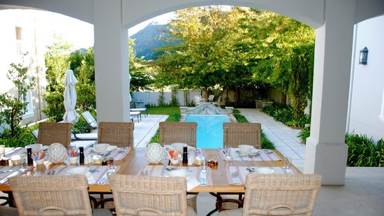 Maison d'Ail Guest House : breakfast place