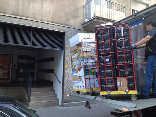 Central Apartments Vienna : Goods unloaded