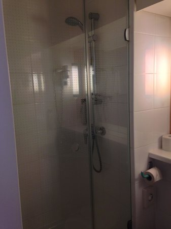 Ibis Hamburg Alster Centrum: Shower