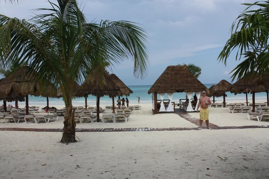 Secrets Maroma Beach Riviera Cancun: beach area…plenty of loungers