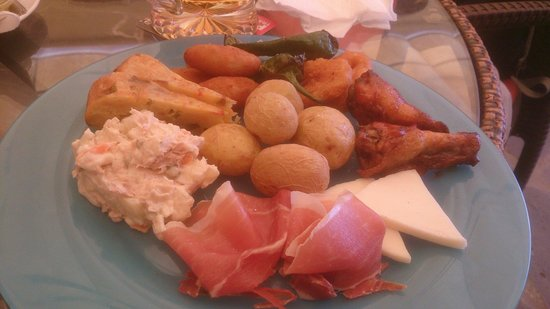 Woodleys Bar : Just over seven Euros for this great plateful