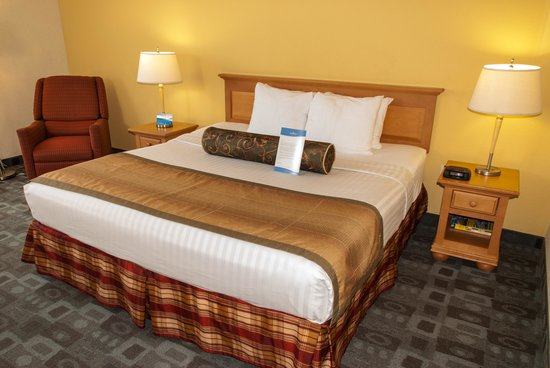 Baymont Inn & Suites Miami Airport West/Doral: King Bedroom